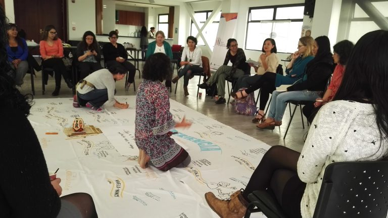 mujeres empoderadas construyendo paz